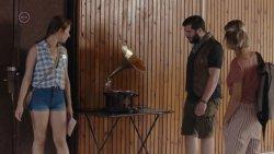 Waskovics Andrea - Egynyári kaland S04E05 08.jpg