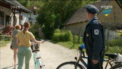 Mikecz Estilla - A mi kis falunk S04E03 05.jpg
