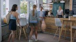 Kávéházi vendégek - Apatigris S01E02 02.jpg
