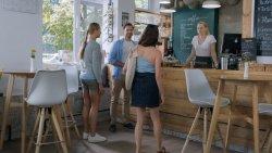 Kávéházi vendégek - Apatigris S01E02 03.jpg