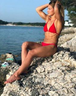 karakas h bikini 03.JPG