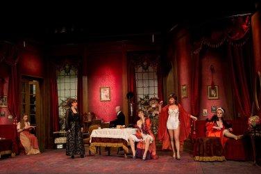 A vörös lámpás ház - Turay Ida színház 01.jpg