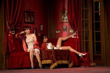 A vörös lámpás ház - Turay Ida színház 02.jpg