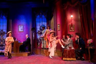 A vörös lámpás ház - Turay Ida színház 03.jpg