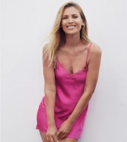 Daniela Pestova lactourea reklámból 3.png